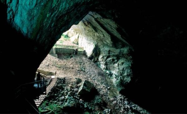 [On décampe !] Ain : Les Grottes du Cerdon