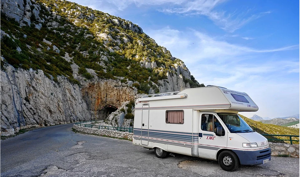 Conseils, astuces et pièges de conversion de camping-car avant d'acheter