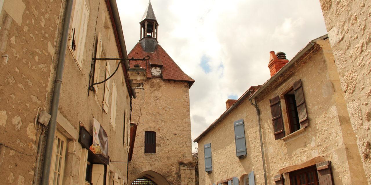 [On Décampe !] Allier : Charoux, le village fortifié !