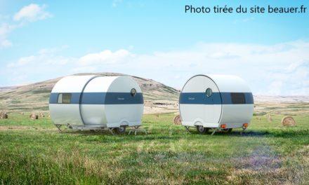 Cette caravane française élégante peut agrandir son espace jusqu'à trois fois sa taille